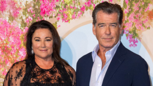 Pierce Brosnan og Keely Shaye Smith