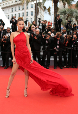 se-alle-bella-hadids-looks-under-cannes-film-festival-2019-elle-dk.jpg