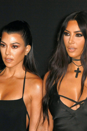 kim-kardashian-kourtney-peoples-choice-awards-elle-dk.jpg