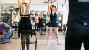 Mia Panduro er instruktør i pin up fitness
