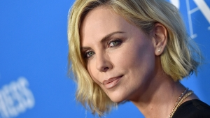 Charlize Therons nye frisure lige her